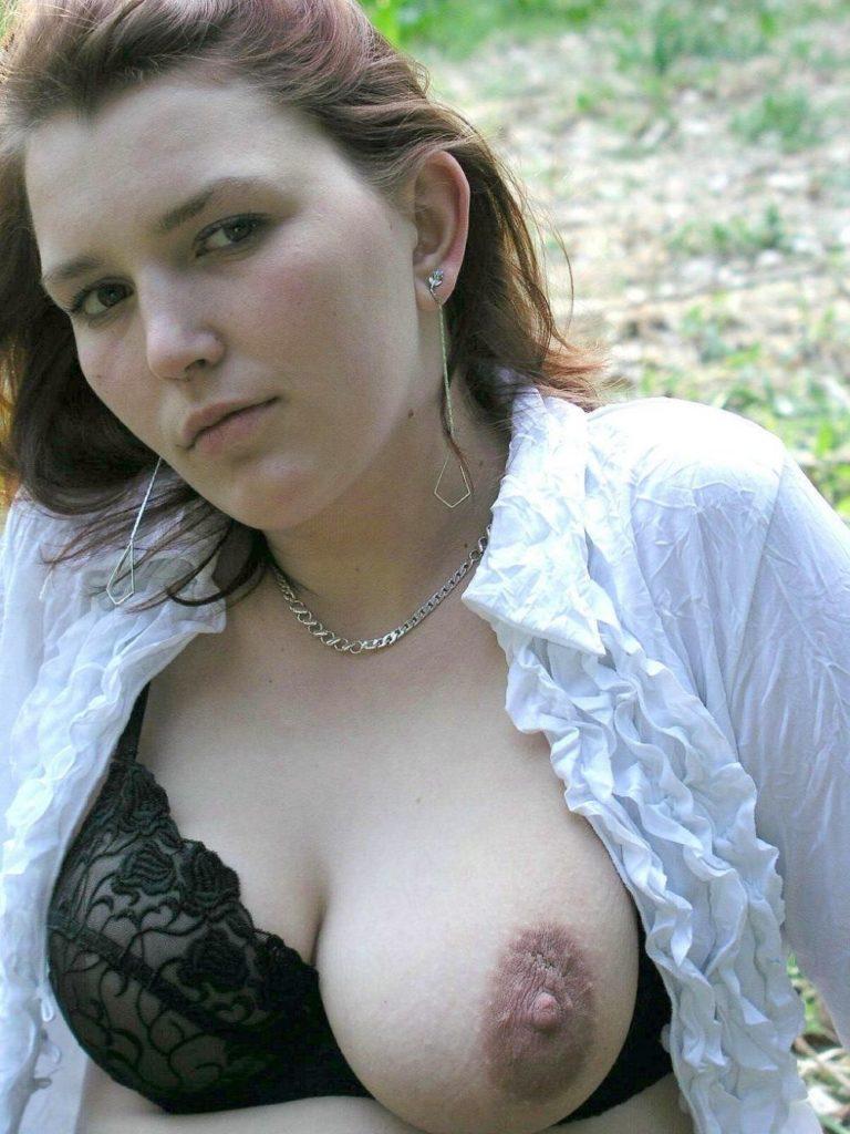 stark erigierte Brustwarze