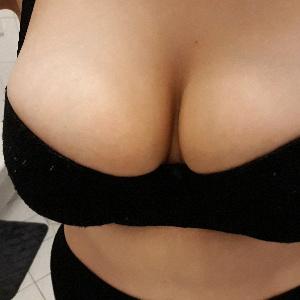 Üppige Brüste im BH
